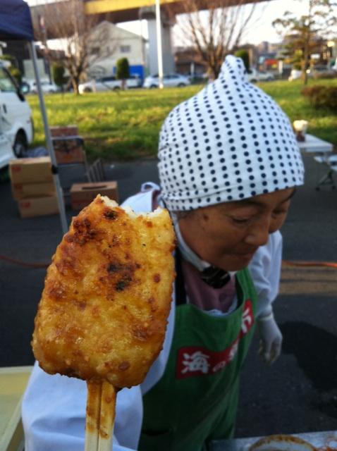 IMG_9121.jpg八戸朝市のやきそばおばちゃんの串餅